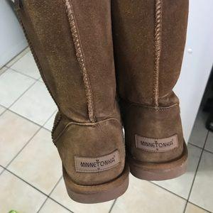 Minnetonka size 10 boots